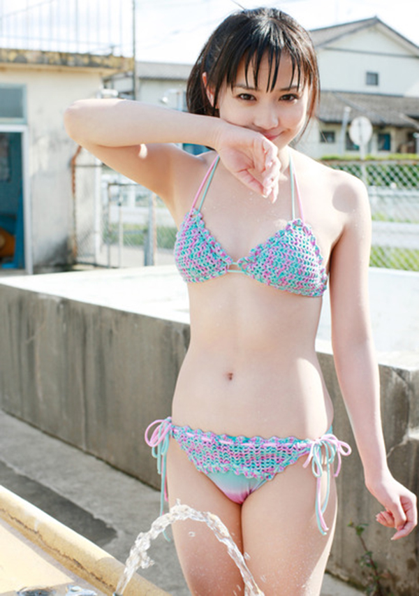 【ビキニエロ画像】やっぱり女の子の水着って言ったらコレしかないだろ!? 53