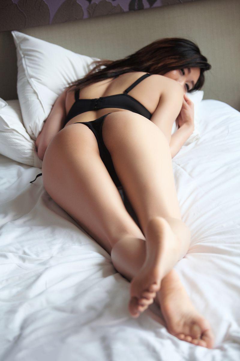 【Tバックエロ画像】美尻の女の子に絶対はいてもらいたいパンティーがこちらwww 05