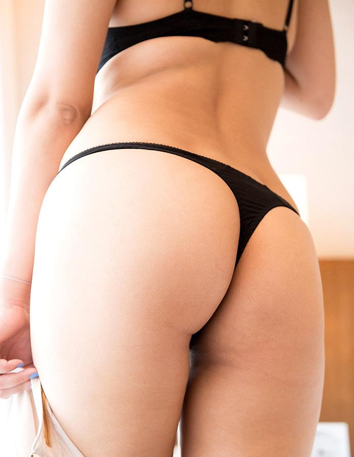 【Tバックエロ画像】美尻の女の子に絶対はいてもらいたいパンティーがこちらwww 42