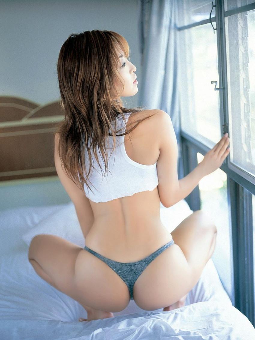 【Tバックエロ画像】美尻の女の子に絶対はいてもらいたいパンティーがこちらwww 52