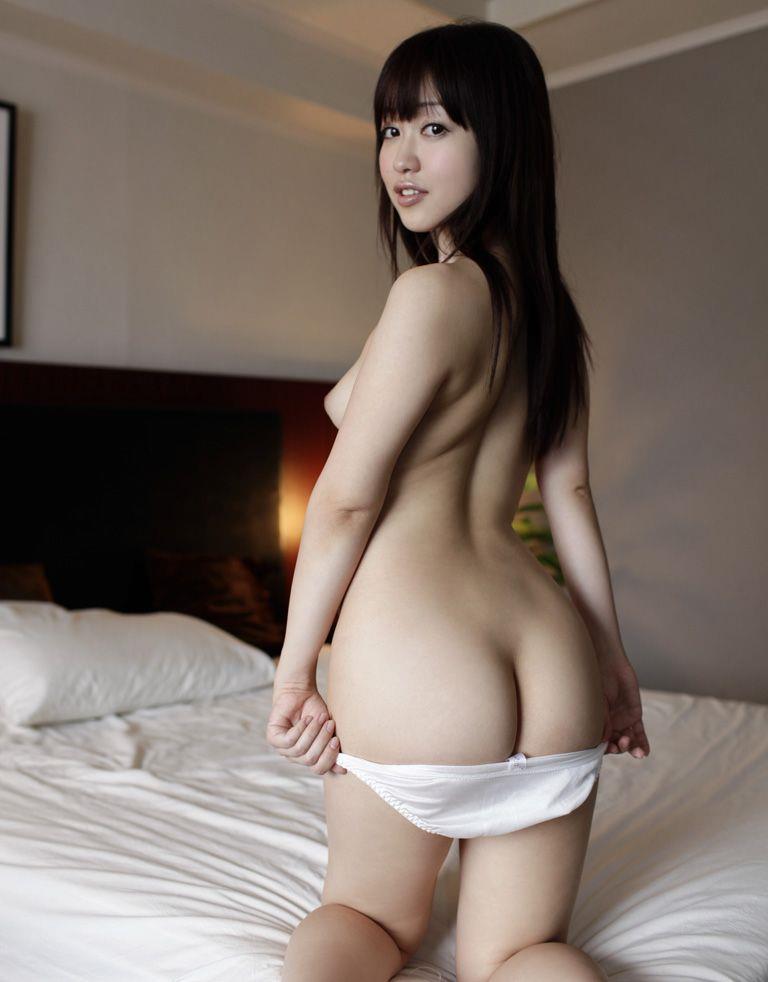 【パンツ半脱ぎエロ画像】女の子がパンツをスルリ…この瞬間が堪らない!www 03