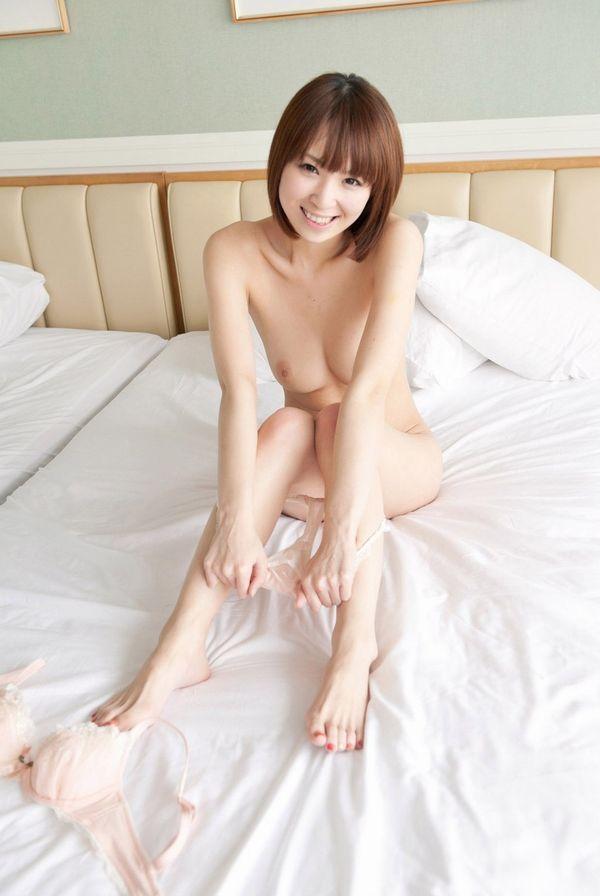 【パンツ半脱ぎエロ画像】女の子がパンツをスルリ…この瞬間が堪らない!www 16