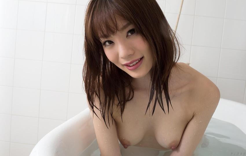 【入浴エロ画像】日常で女の子が最も全裸になる確率が高い瞬間!www 06