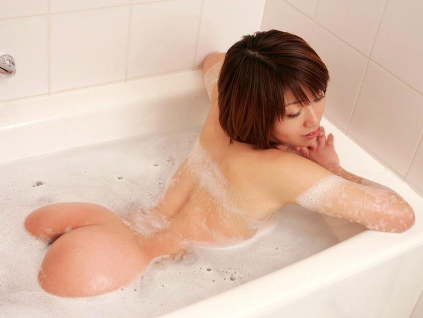 【入浴エロ画像】日常で女の子が最も全裸になる確率が高い瞬間!www 15