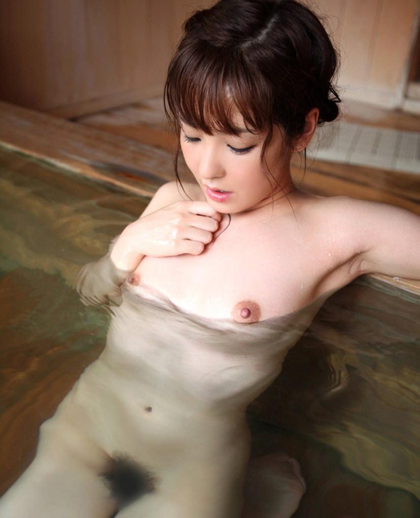 【入浴エロ画像】日常で女の子が最も全裸になる確率が高い瞬間!www 30