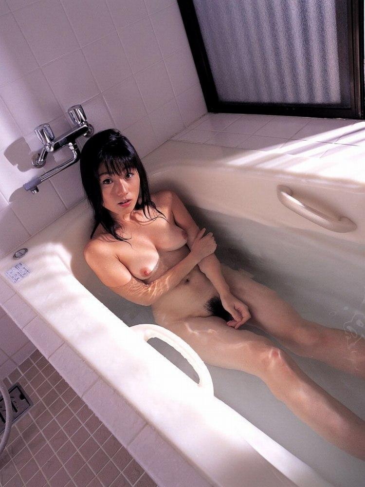 【入浴エロ画像】日常で女の子が最も全裸になる確率が高い瞬間!www 38