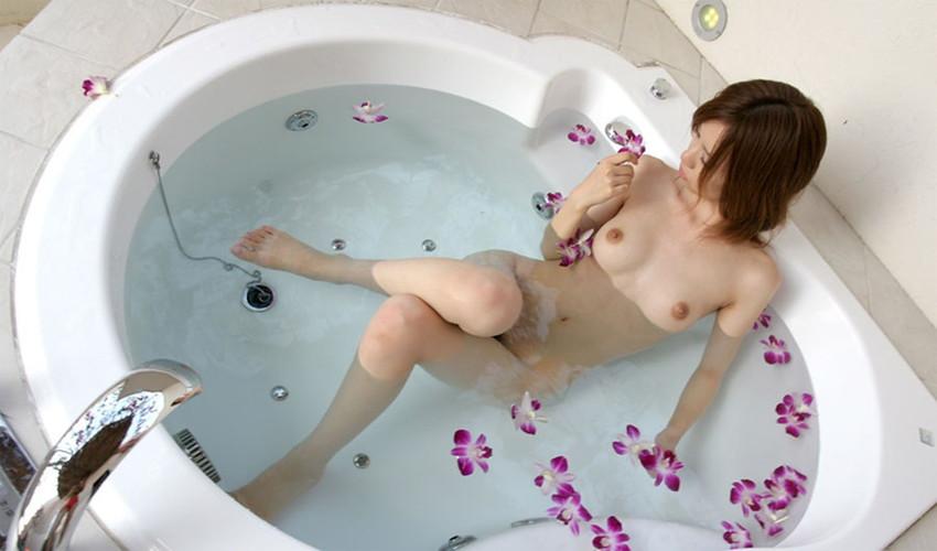 【入浴エロ画像】日常で女の子が最も全裸になる確率が高い瞬間!www 58