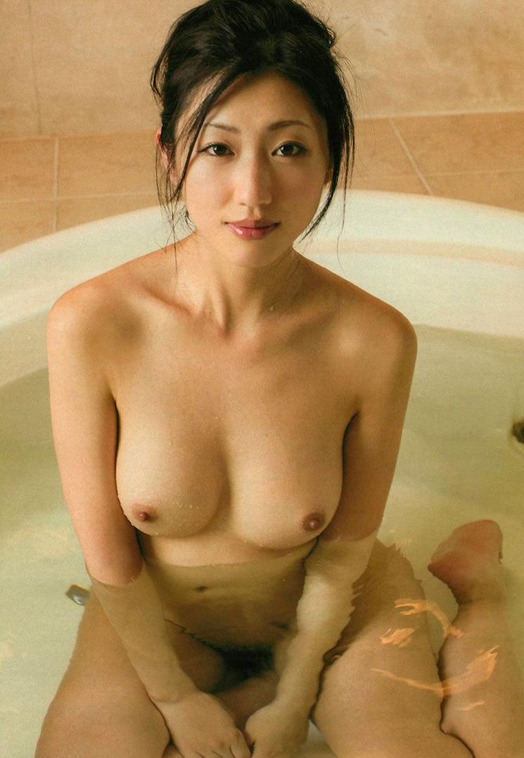 【入浴エロ画像】日常で女の子が最も全裸になる確率が高い瞬間!www 76
