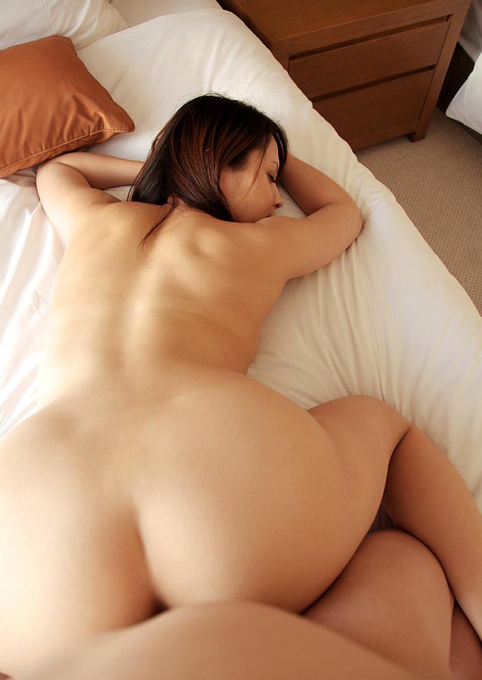 【バックエロ画像】後ろから!?お尻を眺めながら勃起チンポ挿入!wwwww 17
