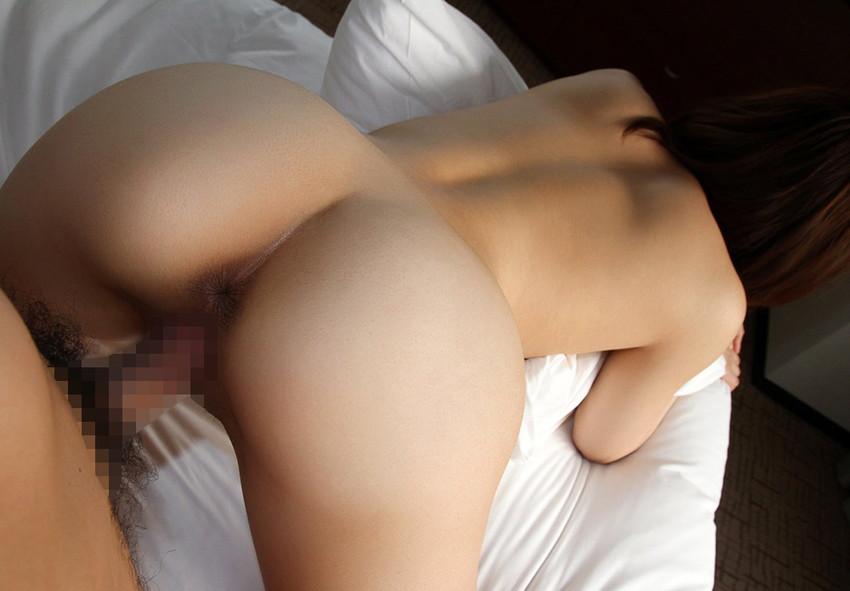 【バックエロ画像】後ろから!?お尻を眺めながら勃起チンポ挿入!wwwww 23