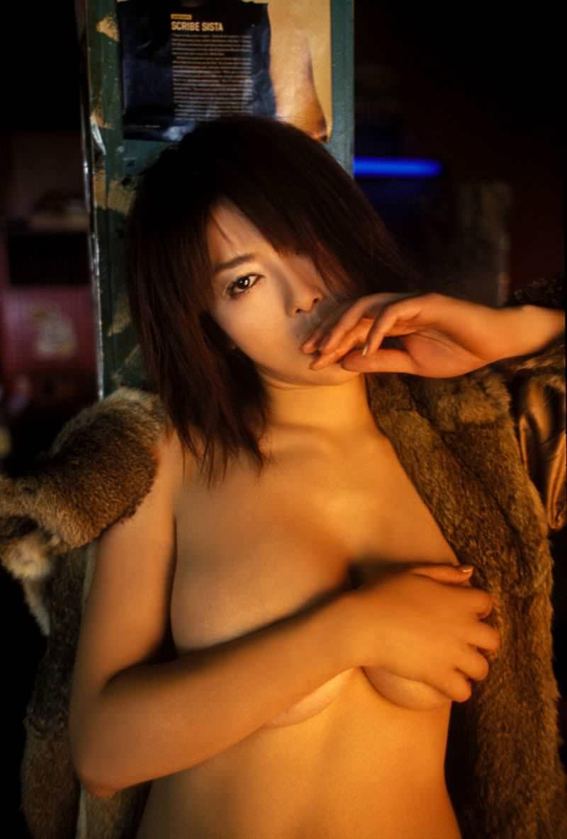 【手ブラエロ画像】手ブラでおっぱいを隠す女の子達の画像あつめてみた!www 10