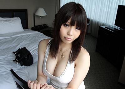 【谷間エロ画像】夏よ!早く来い!強調された胸の谷間!めっちゃエロい!