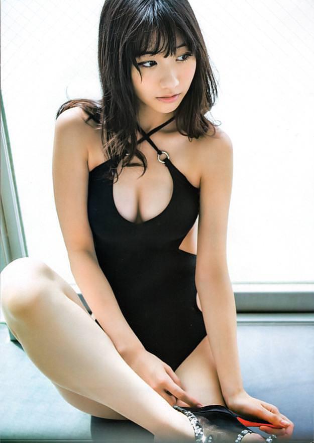【谷間エロ画像】夏よ!早く来い!強調された胸の谷間!めっちゃエロい! 06