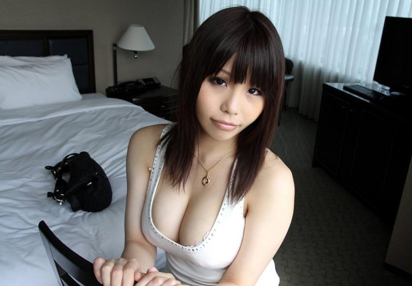 【谷間エロ画像】夏よ!早く来い!強調された胸の谷間!めっちゃエロい! 15
