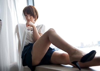 【美脚エロ画像】ため息がこぼれるほど美しい脚線美に見とれてしまうやんけ!