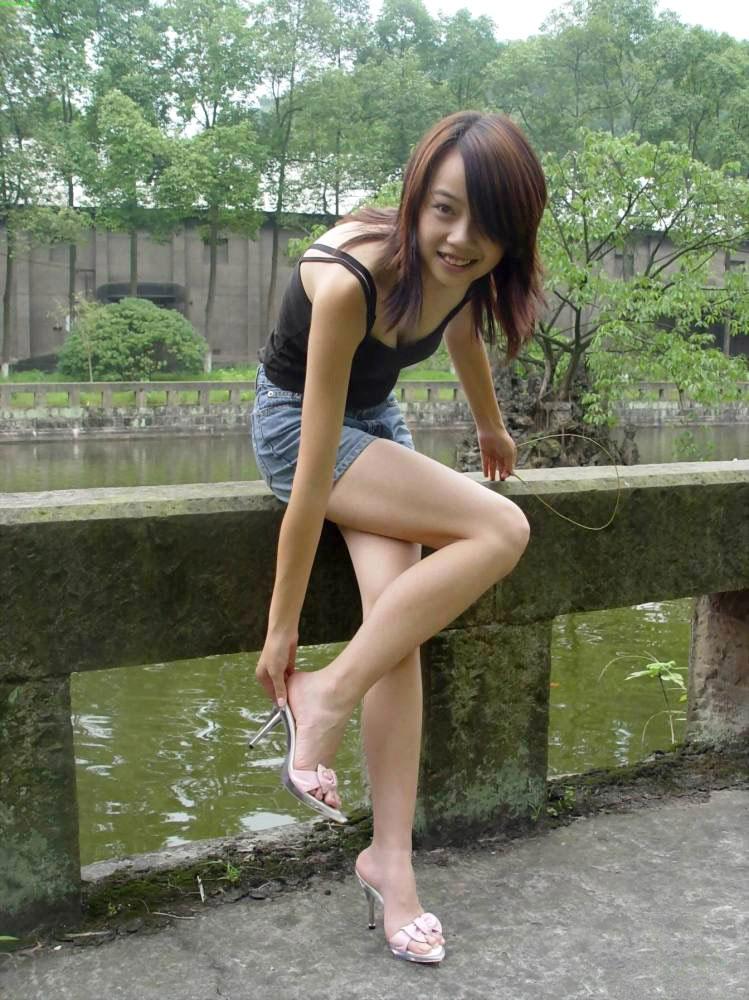 【美脚エロ画像】ため息がこぼれるほど美しい脚線美に見とれてしまうやんけ! 12
