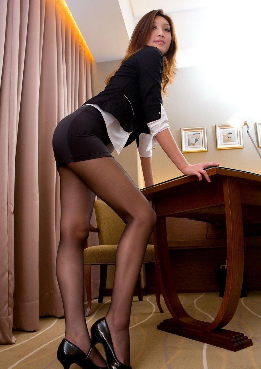 【美脚エロ画像】ため息がこぼれるほど美しい脚線美に見とれてしまうやんけ! 32