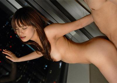 【立ちバックエロ画像】野外セックスで人気のあるお手軽体位がコチラwww