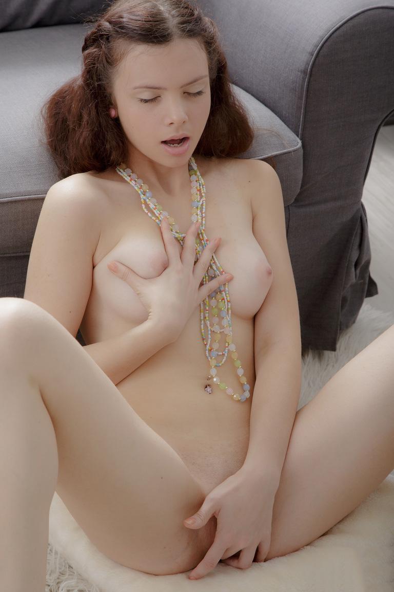 【洋物オナニーエロ画像】美しい!けどエロい!海外美女たちの神々しいほどのオナニー画像 21