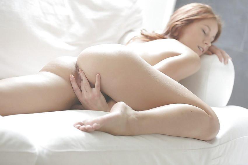 【洋物オナニーエロ画像】美しい!けどエロい!海外美女たちの神々しいほどのオナニー画像 40