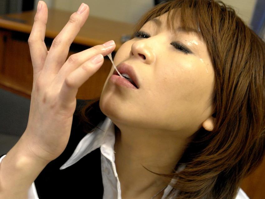 【口内発射エロ画像】これはエロい!濃厚なザーメンをクチで受けとめる美女にフル勃起! 19
