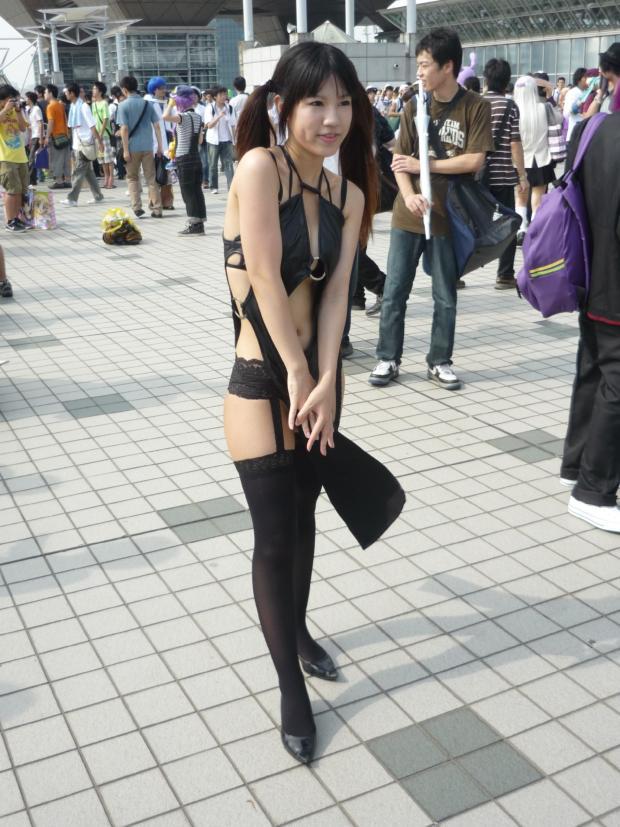 【素人コスプレエロ画像】こんな過激衣装の素人レイヤーたちが闊歩するコミックマーケット! 36