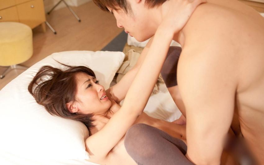 【正常位エロ画像】最もセオリーなセックスの体位だが、改めてみるとエロいな! 29