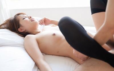 【正常位エロ画像】最もセオリーなセックスの体位だが、改めてみるとエロいな! 25