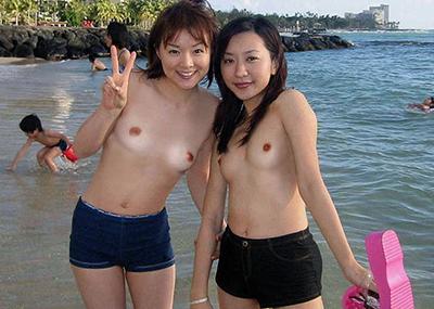 【画像】あのヌーディストビーチが日本にも存在した…!? 露出狂の素人女には天国だな