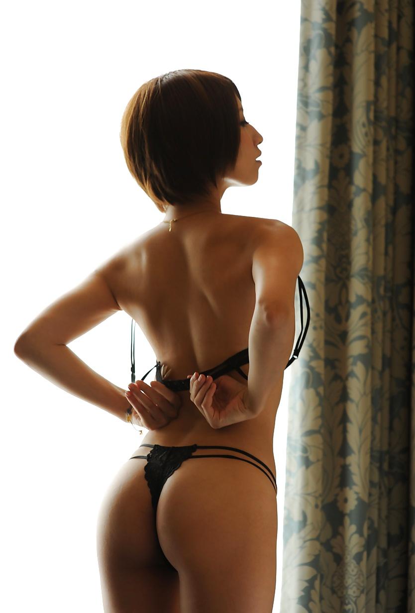 【Tバックエロ画像】女の子のお尻はやっぱり美しく演出されているに限るだろ!? 47