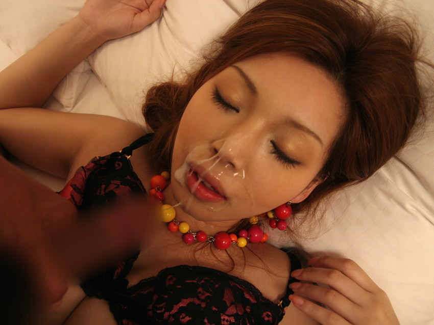 【顔射エロ画像】やっぱりエロい!顔中をザーメンだらけにされた女の子たちの卑猥な姿! 23