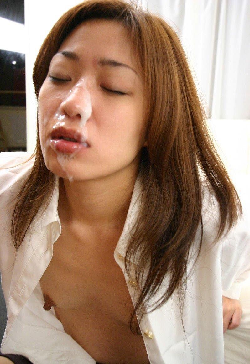 【顔射エロ画像】やっぱりエロい!顔中をザーメンだらけにされた女の子たちの卑猥な姿! 27