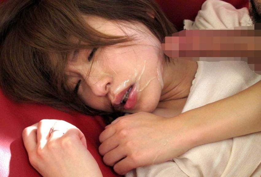 【顔射エロ画像】やっぱりエロい!顔中をザーメンだらけにされた女の子たちの卑猥な姿! 38