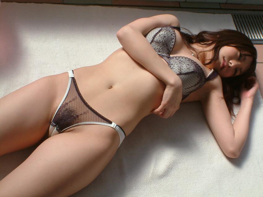【下着姿エロ画像】裸でなくともエロい!隠されているエロスにドッキドキ! 54