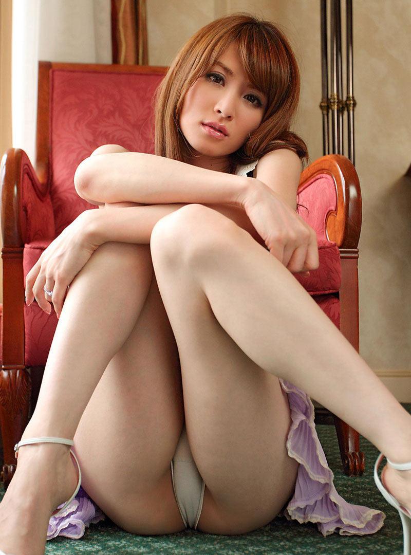 【しゃがみパンチラエロ画像】しゃがみ込んだ女の子の股間にズームインしたエロ画像! 30
