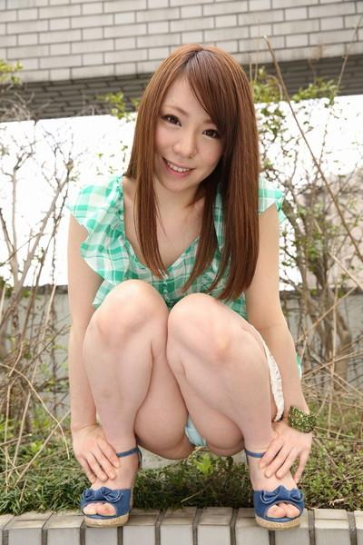 【しゃがみパンチラエロ画像】しゃがみ込んだ女の子の股間にズームインしたエロ画像! 27
