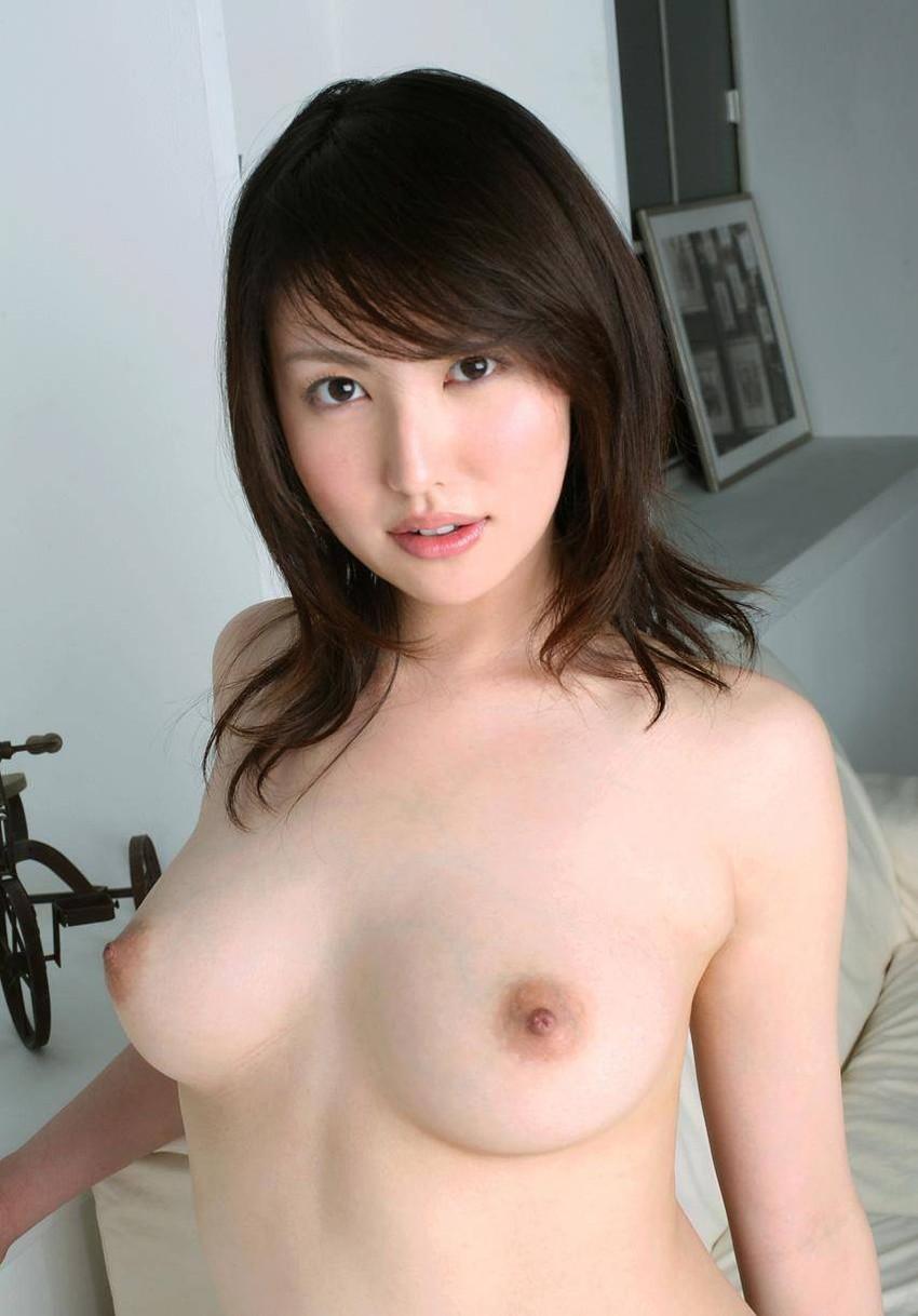 【美乳エロ画像】やっぱり綺麗なおっぱいってそれだけで魅力的だな! 27