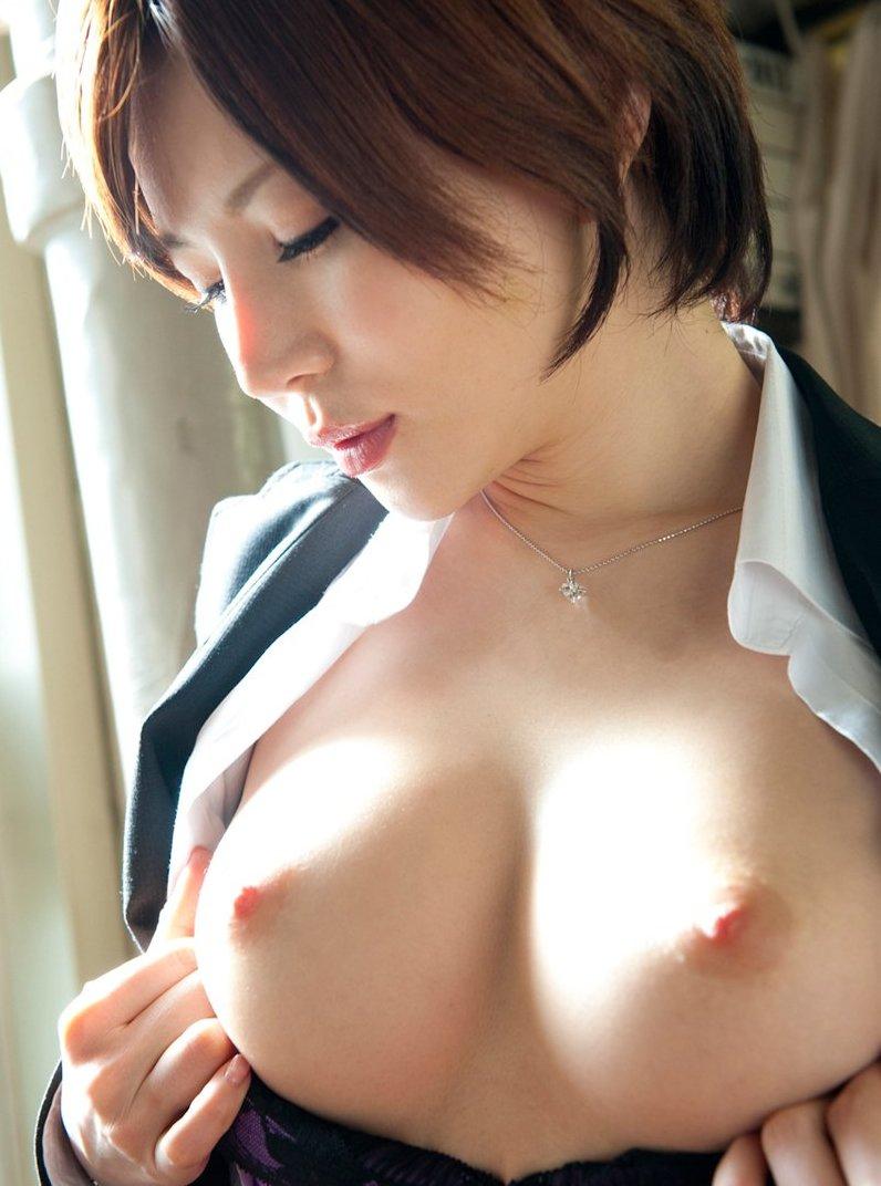【美乳エロ画像】やっぱり綺麗なおっぱいってそれだけで魅力的だな! 30