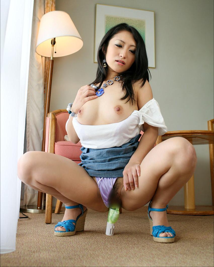 【バイブオナニーエロ画像】むき出しのの性欲の暴走!バイブでオナる女たち! 53
