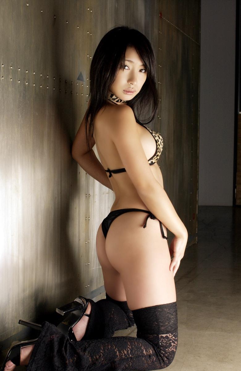 【Tバックエロ画像】やっぱりセクシー!ワイこんな下着なら大歓迎!www 14