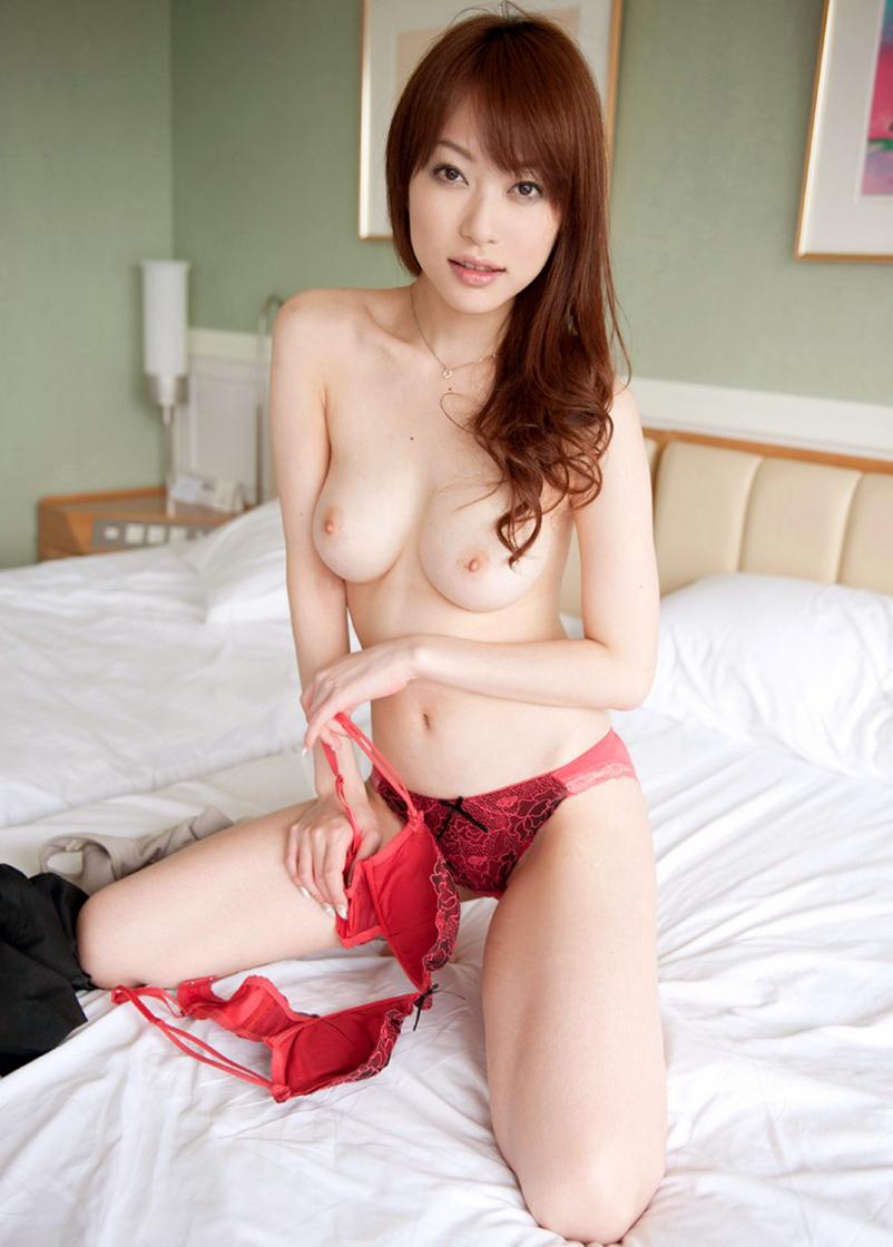 【美乳エロ画像】綺麗過ぎるおっぱいの魅力に勃起不可避な画像 27