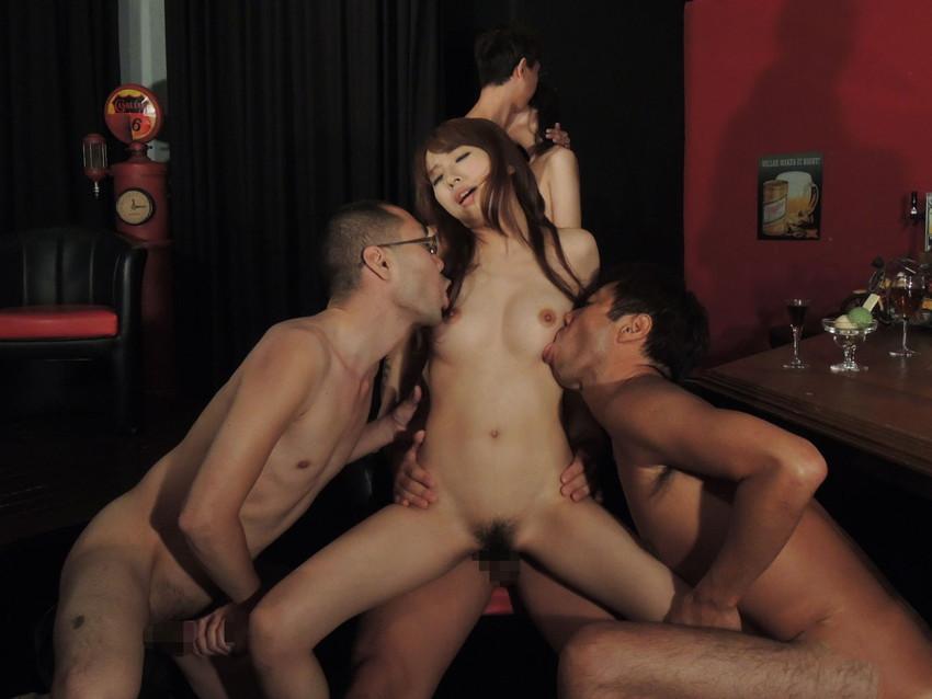 【複数プレイエロ画像】複数人の男女が集まってまとめてセックスした結果w 07