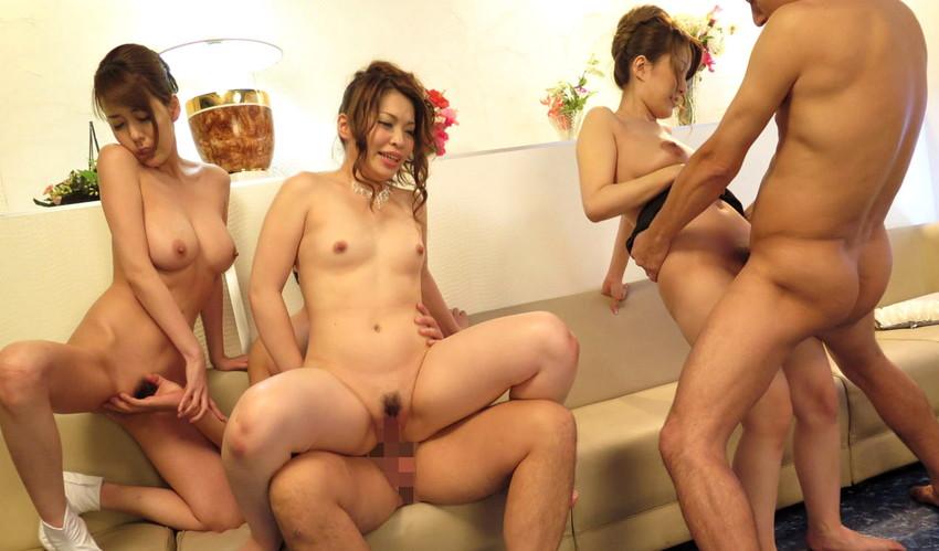 【複数プレイエロ画像】複数人の男女が集まってまとめてセックスした結果w 22