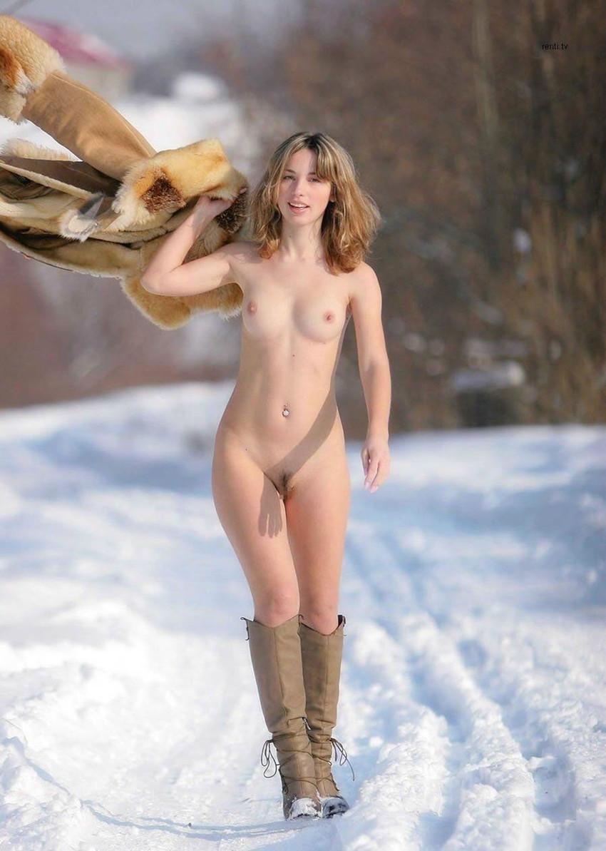 【海外露出プレイエロ画像】野外でお披露目!?海外美女たちの見事な裸体! 42