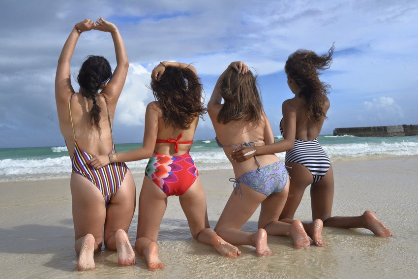 【素人水着エロ画像】こんな寒い時期だけど夏の素人の女の子たちの水着が見たい!w 07