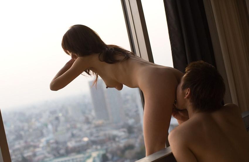 【クンニリングスエロ画像】しっとり濡れたオマンコを舐め舐めしたいやつ必見w 24