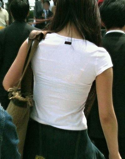 【素人着衣透けエロ画像】街中で着衣が透けて下着が見えてしまっている素人まんさんww 05