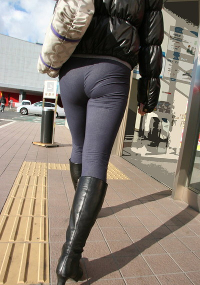 【素人着衣透けエロ画像】街中で着衣が透けて下着が見えてしまっている素人まんさんww 27