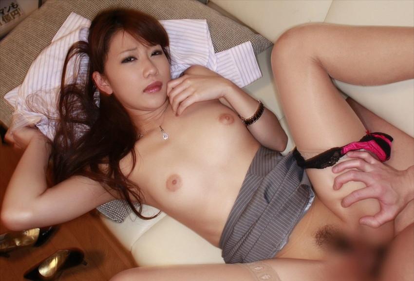 【正常位エロ画像】やっぱり一番セオリーな体位でのセックスが一番!www 37