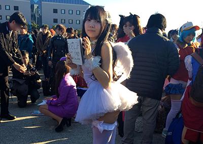 【コミケエロ画像】いくらイベントだからってこんな衣装はやりすぎだろ!?